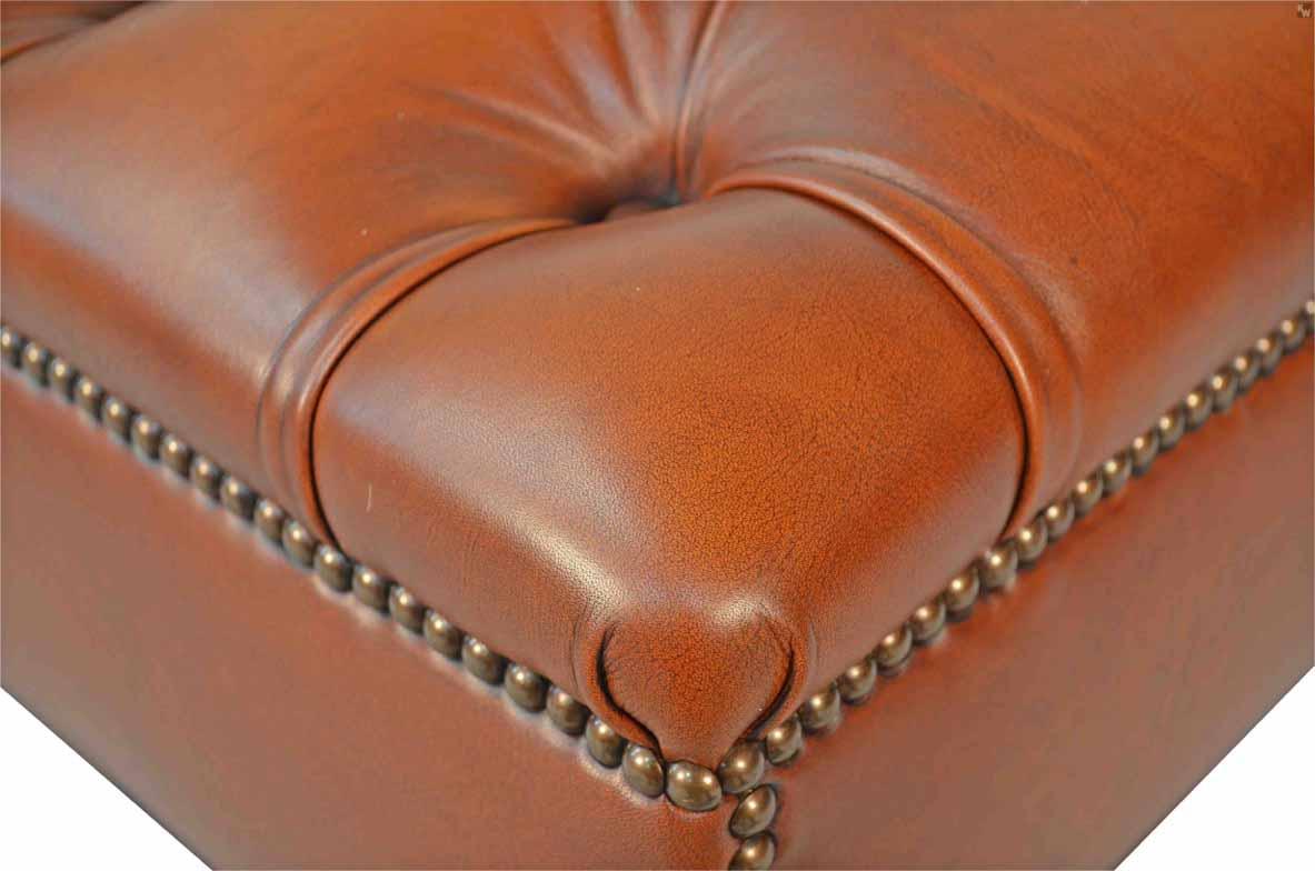 hocker mit kn pfung lederm bel von kai. Black Bedroom Furniture Sets. Home Design Ideas